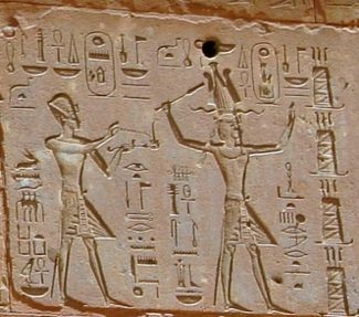 Hatshepsut offers four chests of linen to Amen-Re